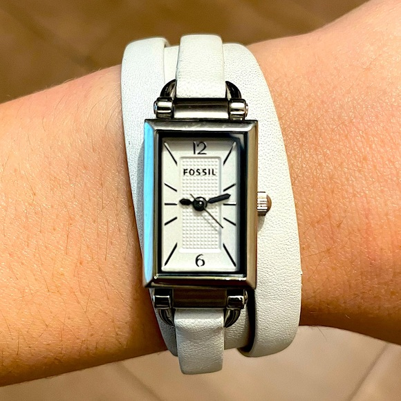 🎉3/$20 Fossil Women's Delaney White Leather Watch